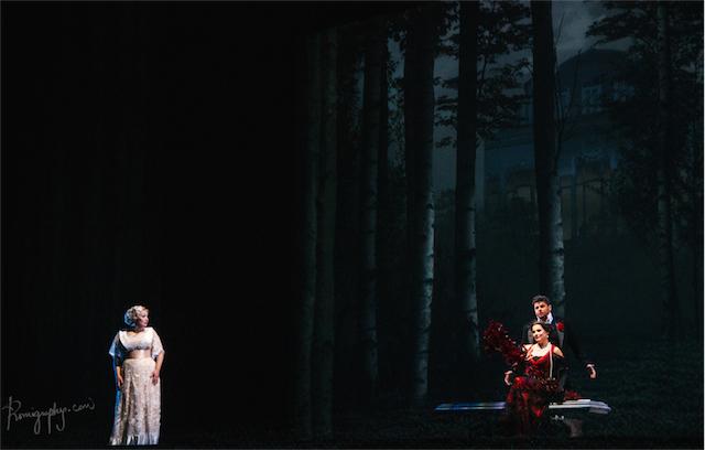 La soprano rusa Dina Kuznetzova (Rusalka), el tenor eslovaco Peter Berger (El Príncipe) y la soprano letona Natalia Kreslina (La Princesa Extranjera). Fotografía de Romina Ortega.