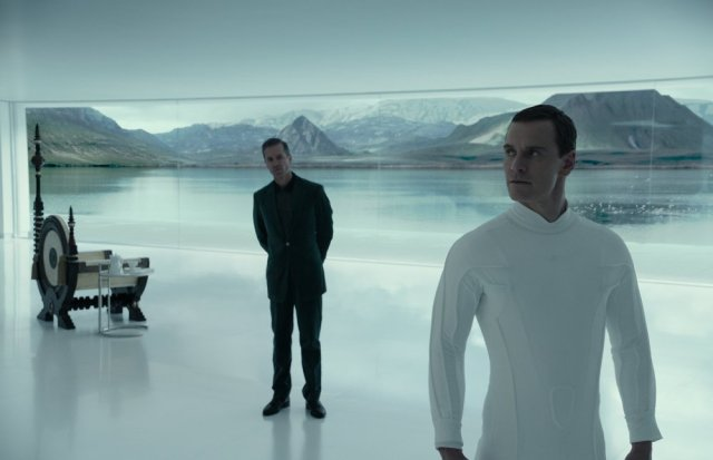 alien-covenant-2017-002-michael-fassbinder-white-in-white-room