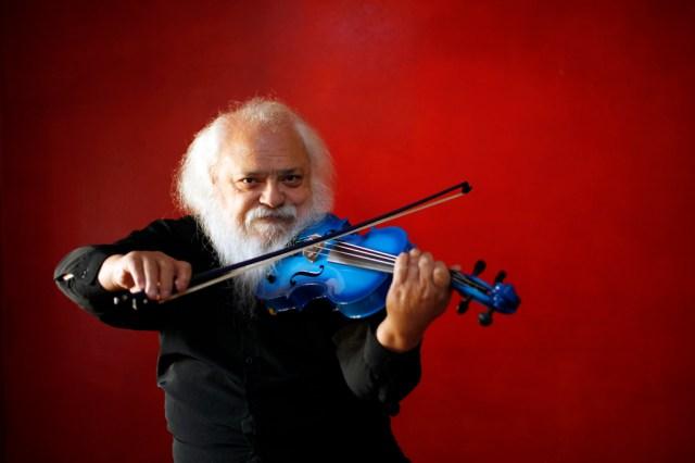 Roberto Lecaros-violín