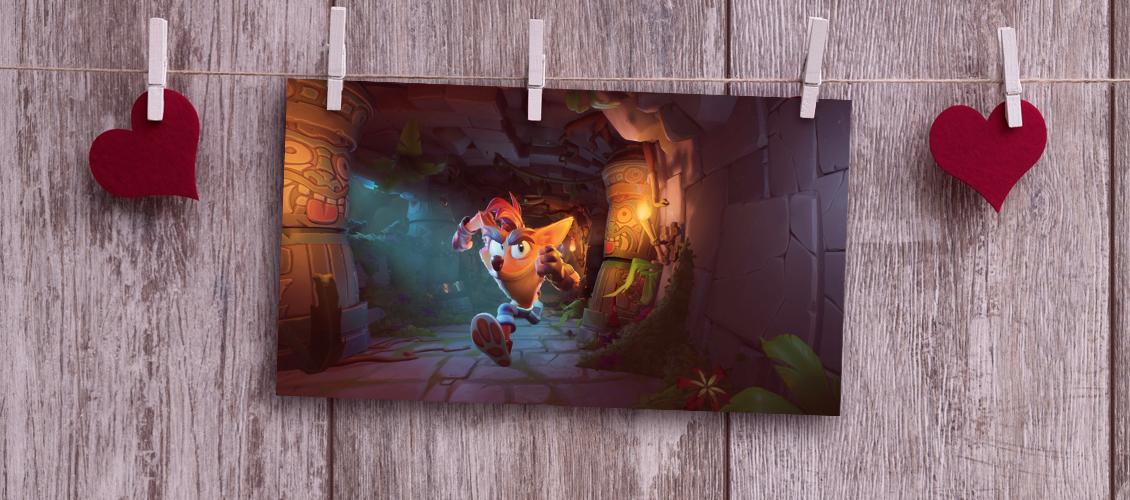 Crash Bandicoot corriendo por un templo hacia la cámara.