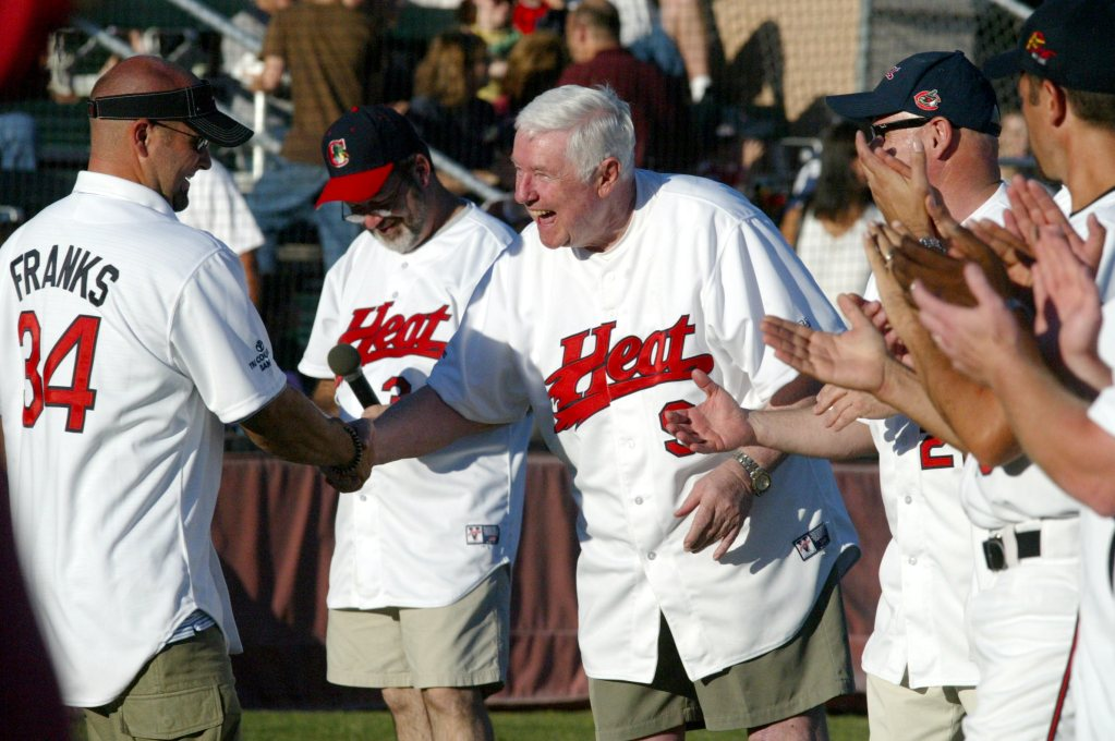 Steve Nettleton shakes hands with team members wearing Chico Heat jerseys.