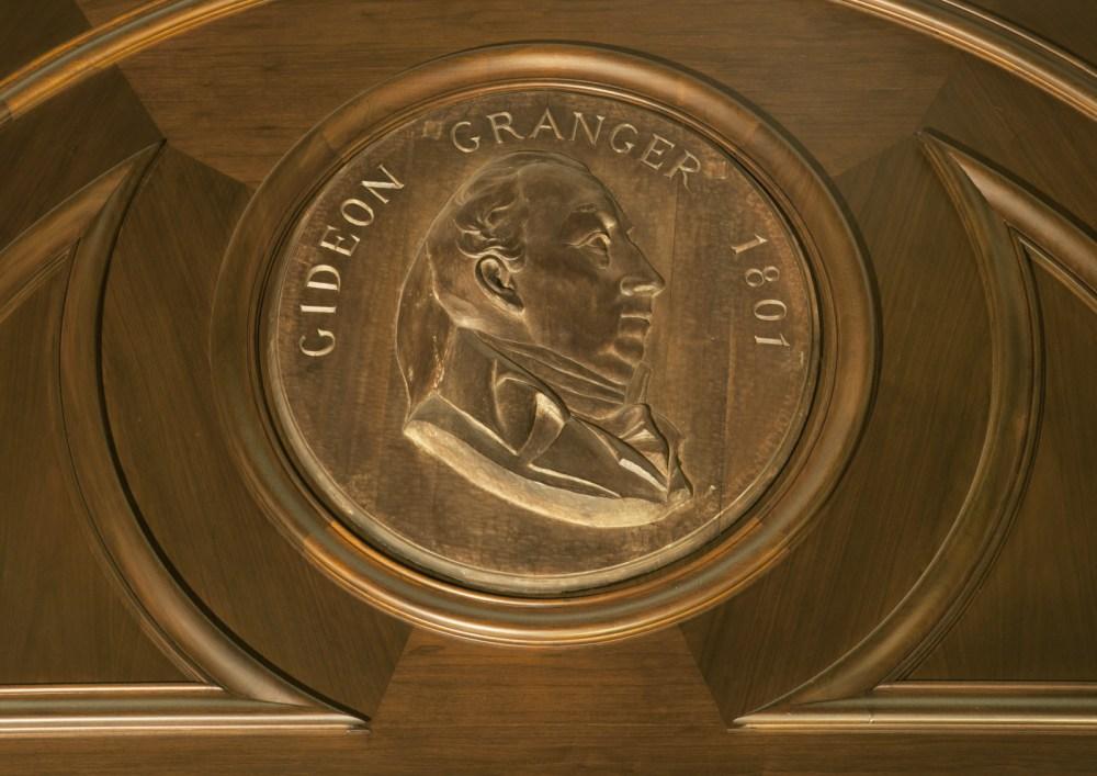 01-26 gideon granger medallion 24927a