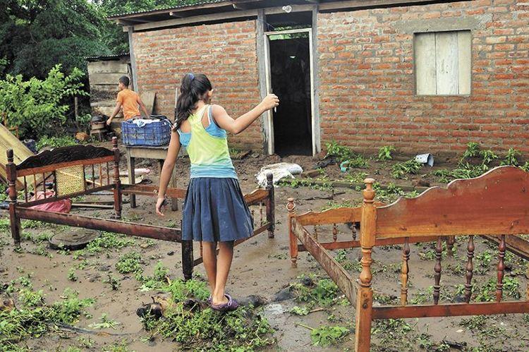 secuelas de la crecida de el ochomogo a causa de la lluvia en Ri