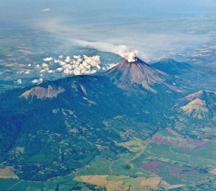 NicaraguaaerialvolcanobyDickWashburne056-XLA