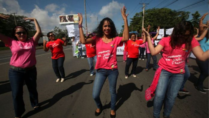 Nicaraguan women protesting last October to demand that therapeutic abortion be legal again in the country.   Photo: EFE