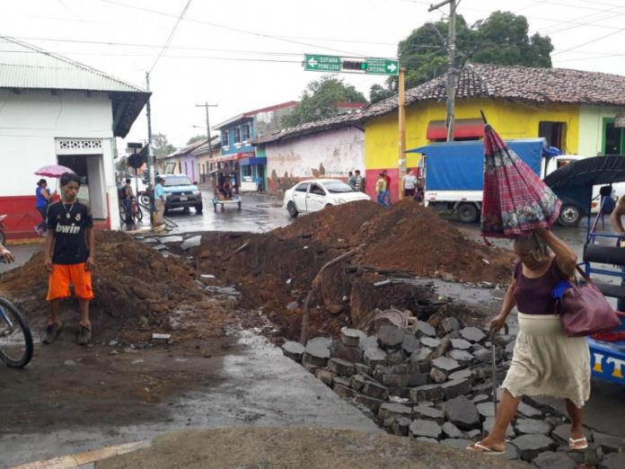 In Leon, Barricades Are Not Enough, Residents Dig Ditches On Public Roads For Safety Measures