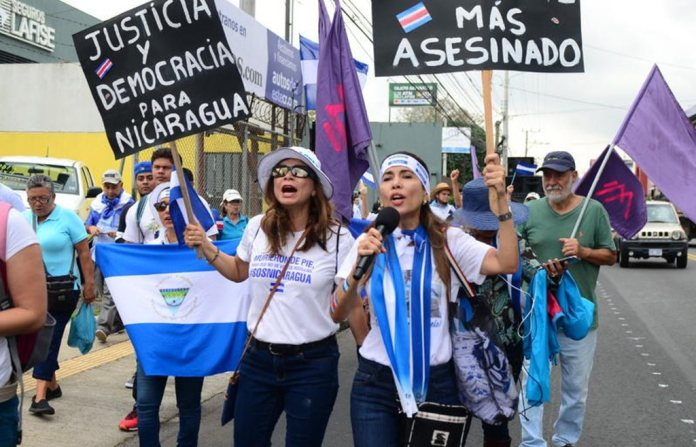 Nicaraguans and Costa Ricans Protest Against Ortega in San Jose (Photos & Video)