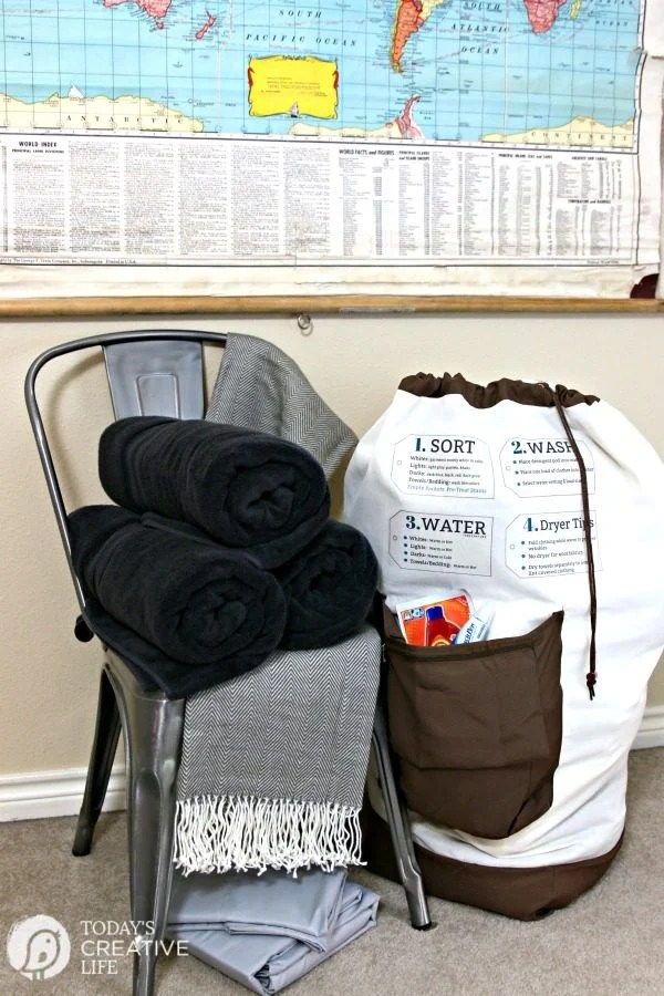 Dorm Room Essentials | College Laundry Bag with iron on Laundry Tips | How to Do Laundry Bag | Custom Laundry Canvas Bag | Free Iron On Printables | #BHGLivebetter #Sponsored | TodaysCreativeLife.com
