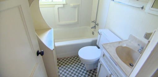 First Time Homeowner bathroom before remodeling.