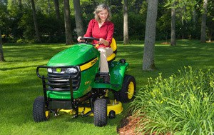 2012 John Deere 42 in 18.5 hp X304 4WS Review 18