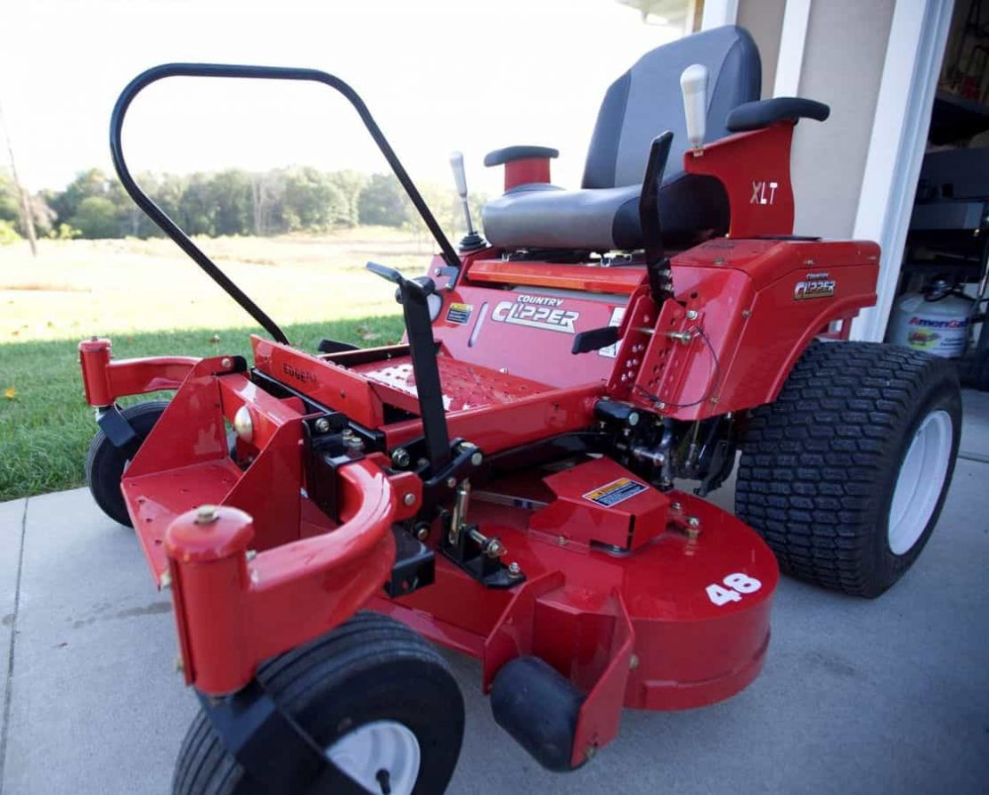 Riding Mowers, Lawn Tractors and Zero Turn Mowers for People