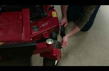 How to Grease the Wheel Bearings on Your Zero Turn Mower - Toro 2