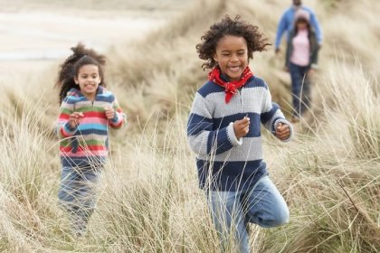 7 Home Workouts You Can Do With Your Kids This Fall
