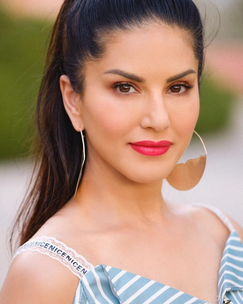 Porn Star Sunny leone Photos Gallery | Images | Pics