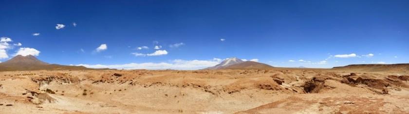 Salar_de_Uyuni_Vulkan_Panorama