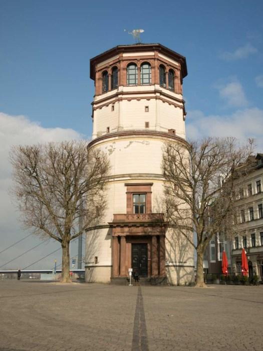 Schlossturm am Rhein.