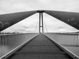 Medienhafen, Parlamentsuferbrücke.