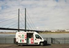Frühlingseis vor der Rheinkniebrücke.