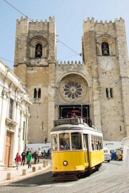 Lissabon Kathedrale Straßenbahn