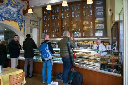 Altehrwürdige Cafés, in denen es Espresso, Cafe com Leite und natürlich Natas gibt!