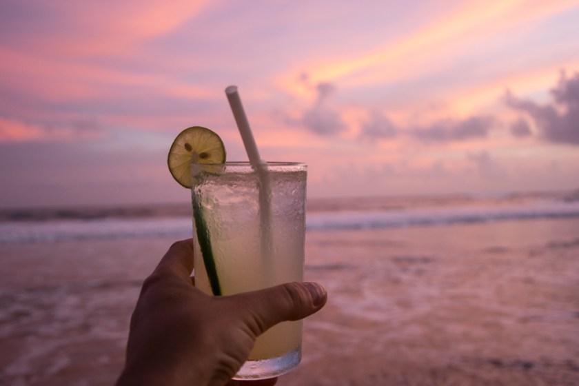 mirissa cocktail sri lanka strand