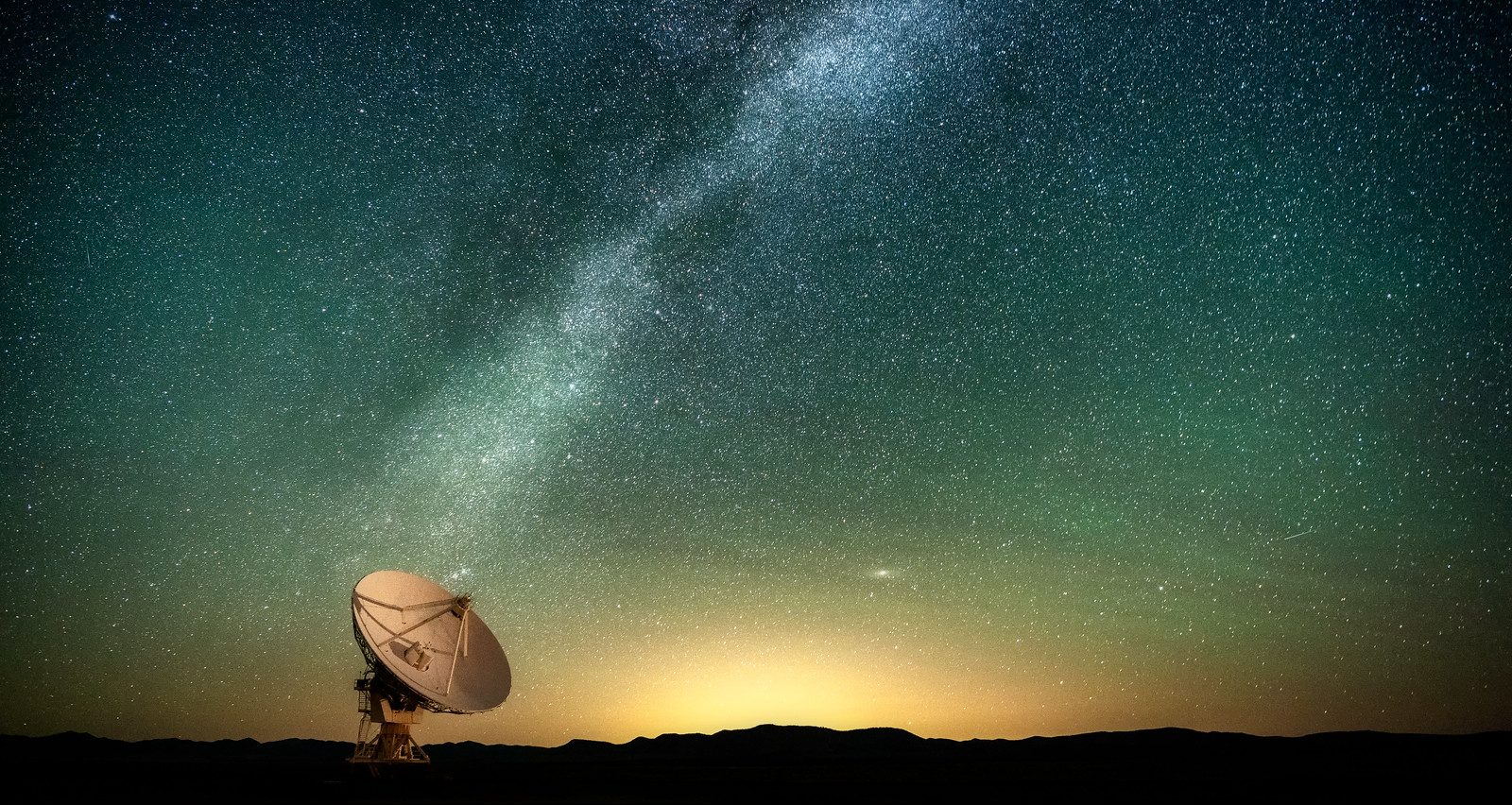 Radio telescope searching the night sky for alien signals