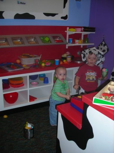 Children's Museum in Oak Lawn - ice cream shop - Toddling Around Chicagoland