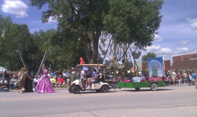 Cissna Park Old Settlers - Wizard of Oz parade float - Toddling Around Chicagoland