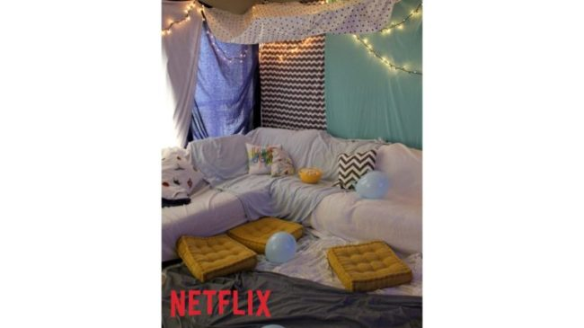 Blanket Fort diy tutorial - Netflix #StreamTeam