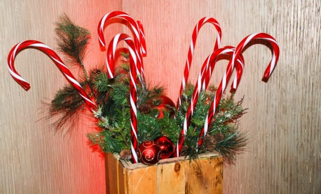 Candy cane decorations at the Santa Suite at Swissotel Chicago
