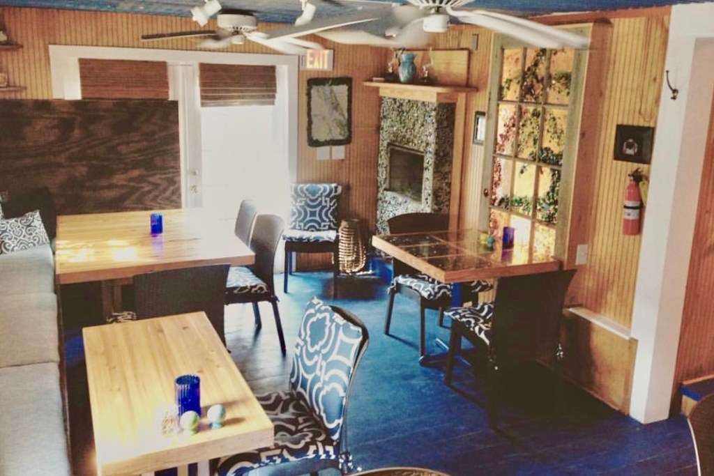 Roadside Bar & Grill Duck, North Carolina Restaurants
