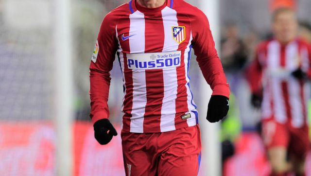 Atletico Madrid's French forward Antoine Griezmann celebrates after scoring his team's second goal during the Spanish league football match SD Eibar vs Club Atletico de Madrid at the Ipurua stadium in Eibar on January 7, 2017. / AFP / ANDER GILLENEA        (Photo credit should read ANDER GILLENEA/AFP/Getty Images)