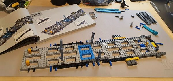 Montaje del Batmobile 1989 estructura interna LEGO 76139
