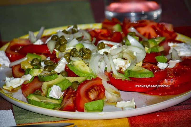 Aliño de tomate y aguacate - ensaladas fáciles y ricas con aguacate