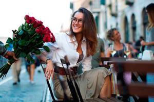 cuidado con los vendedores de rosas careros! (foto: UPSOCL)