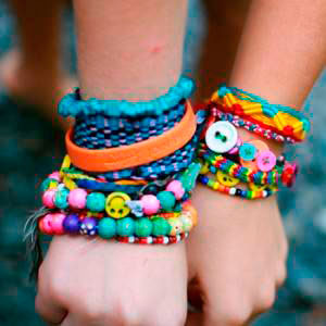 Brazaletes de la amistad (foto: http://jewelrymakingexperts.com/)