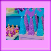 Bonita caja piramide para armar con cola de Sirena