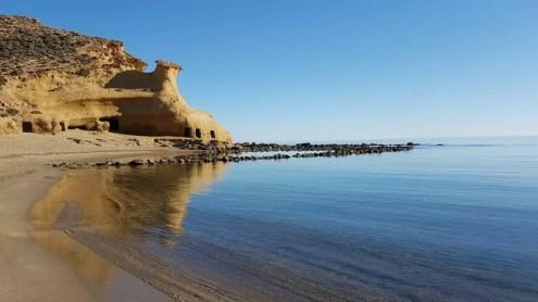 Playa de los Cocedores del Hornillo en Águilas, en el límite provincial con Almería.
