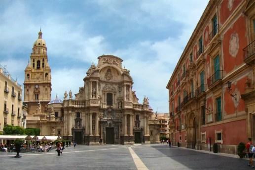 Catedral de Murcia y Plaza del Cardenal Belluga en el centro de Murcia.