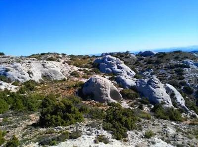 Formaciones rocosas circulares provocadas por la erosión del mar.