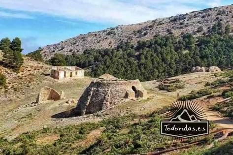 Cúpulas de piedra llamadas Pozos de Nieve situados en Sierra Espuña para guardar y comerciar hielo.