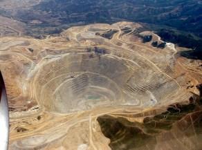 Esta minería desmonta las montañas como esta Bingham