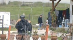 Policias antiterrorista !! en el pueblo para controlar el activismo contra las minas