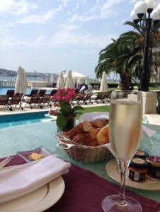 ホテルチュラーン・パレス・ケンピンスキー・イスタンブールスパークリングワインと絶景