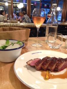 Canard & Champagneで鴨とシャンパン最高の組み合わせを堪能。ここは外せません!パリでお得に美味しい鴨料理をいただくなら!絶対にここ!