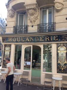 パリでも最高ランク! かなり美味しい理想的なクロワッサンがいただける! Boulangerie bo