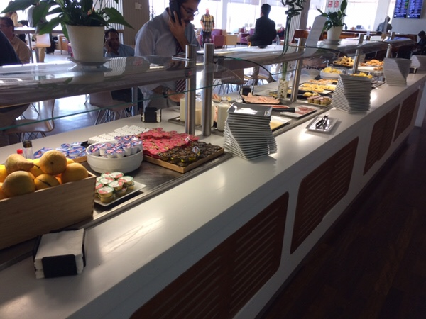 マドリード・バラハス空港 Sala Puerta de Alcalaラウンジ食べ物
