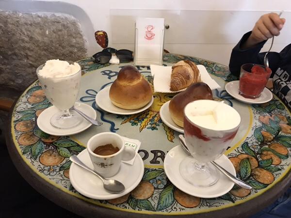 Bam Bar taorminaシチリアの朝食の定番グラニータとブリオッシュ