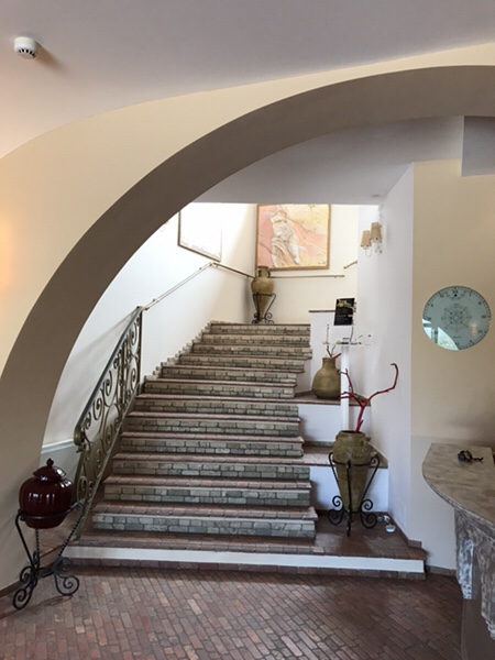 Hotel Garden vulcanoレセプション横の階段