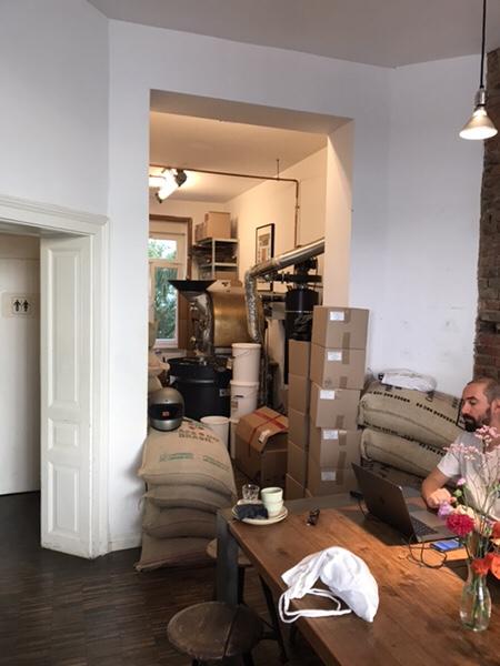 Hoppenworth & Ploch Röstereiカフェの奥は焙煎所